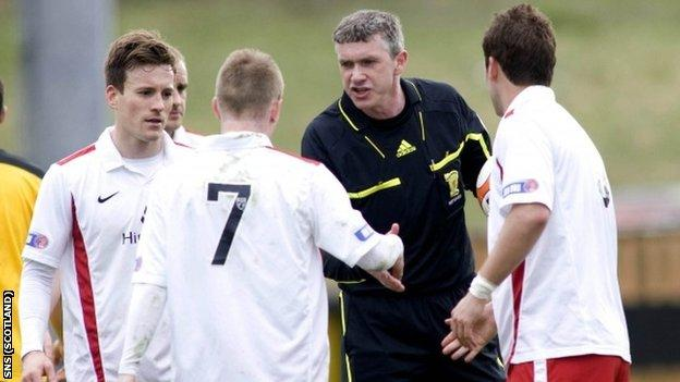 Richmond shakes players' hands as he ends his career where it started at Livingston