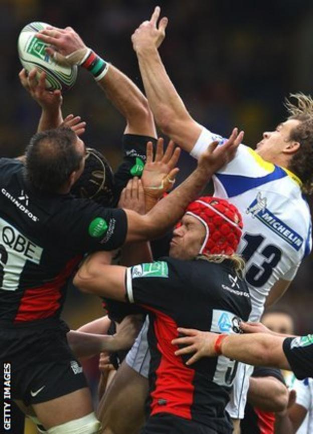 Aurelien Rougerie takes on Saracens for a high ball