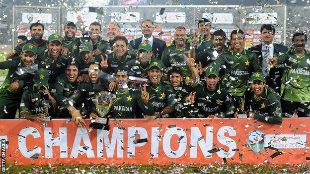 Pakistan celebrate after winning the Asia Cup