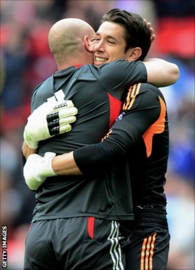 Brad Jones (r) is congratulated by Pepe Reina after Liverpool's FA Cup semi-final victory against Everton