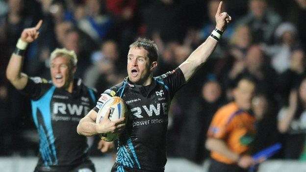 Shane Williams heads for the line