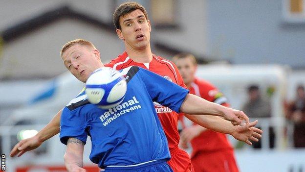 Chris Morrow battles with Gavin Peers in Sligo