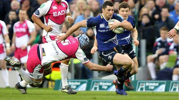 Leinster's Rob Kearney races clear as Brian O'Driscoll looks on
