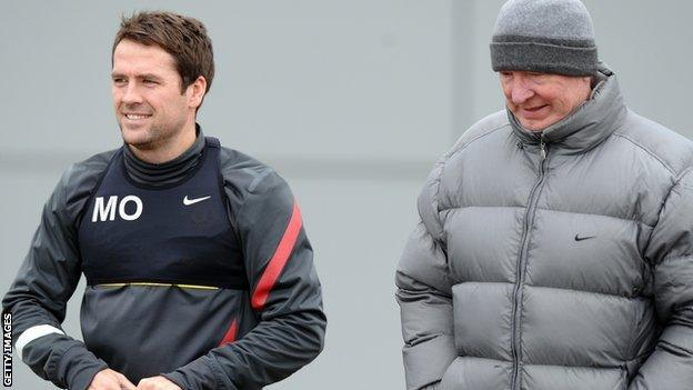Manchester United's Michael Owen in training with Sir Alex Ferguson