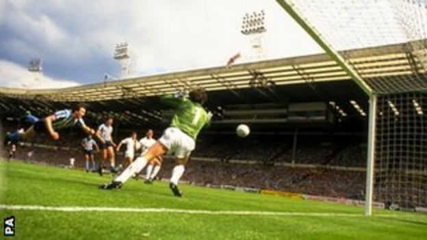 Keith Houchen's diving header during the 1987 FA Cup final