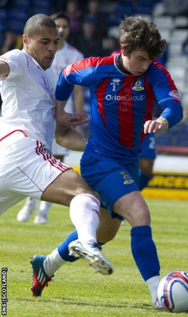 Doran (right) makes his return from injury against Aberdeen