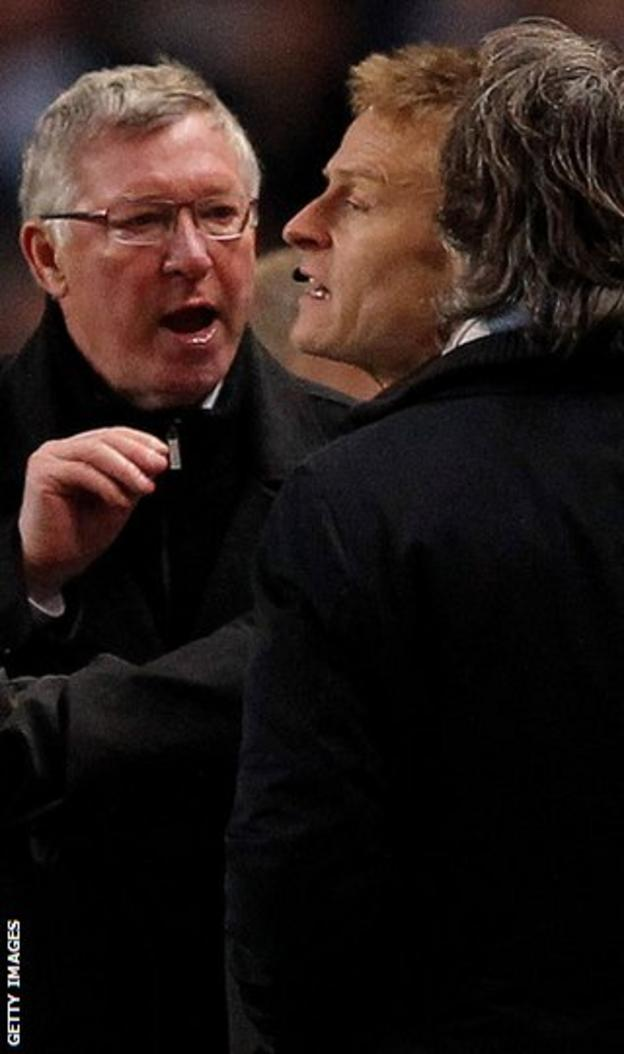 Sir Alex and Manchester City's Roberto Mancini argue on the touchline