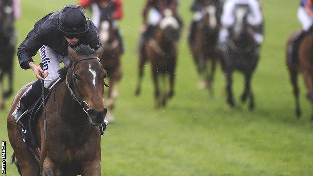 Homecoming Queen wins the 1,000 Guineas