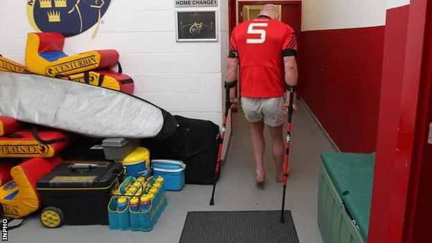 Paul O'Connell limps out of Munster changing-room