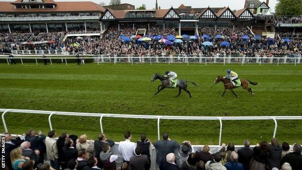 Ile de Re beats Overturn into second place in the Chester Cup