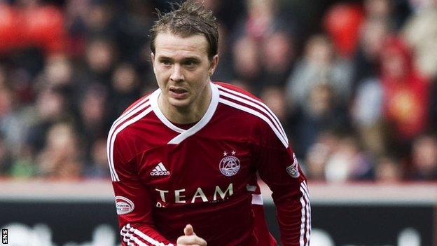 Striker Darre Mackie will leave Aberdeen in the summer