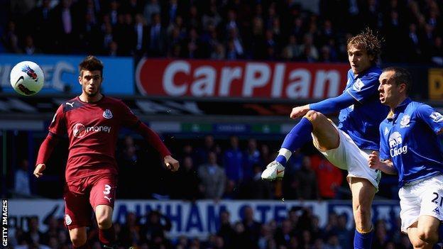 Everton striker Nikica Jelavic (c) scores against Newcastle