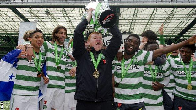 Celtic celebrate with the SPL trophy after Sunday's 5-0 win over Hearts