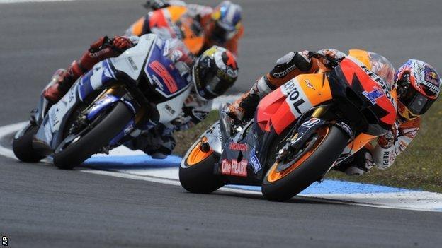 Dani Pedrosa (back), Jorge Lorenzo and Casey Stoner in action in Estoril