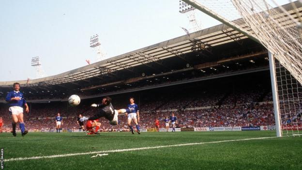 Ian Rush scoring the winner in 1989 FA Cup final