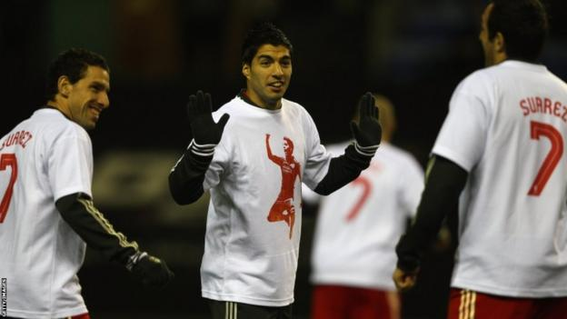 Luis Suarez (centre)