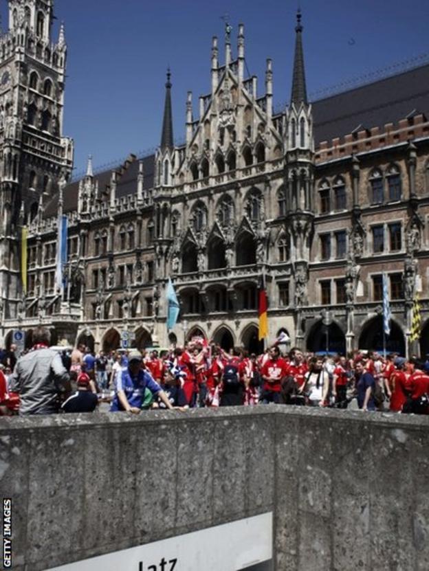 Chelsea and Bayern Munich fans