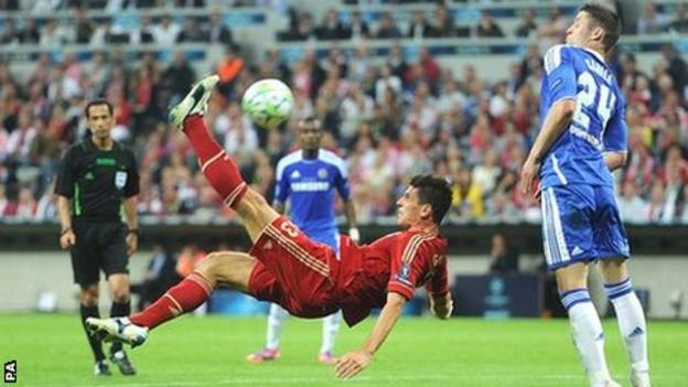 Bayern Munich's Mario Gomez attempts an acrobatic effort