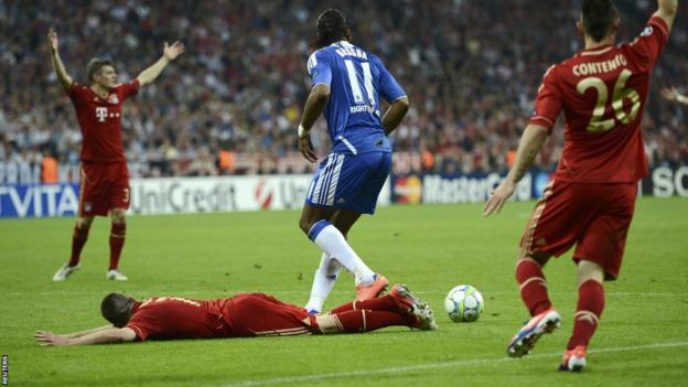 Didier Drogba fouls Franck Ribery
