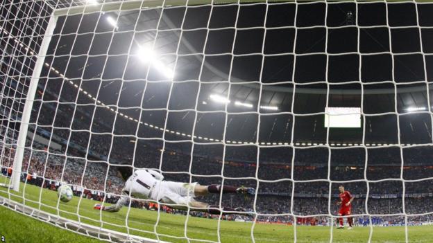 Bastian Schweinsteiger misses Bayern's fifth penalty