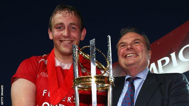 London Welsh captain Jonathan Mills with club chairman Bleddyn Phillips