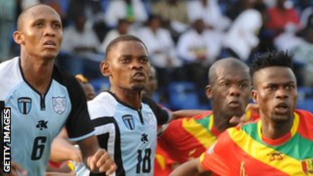 Magogi Gabonamong (wearing number 18)