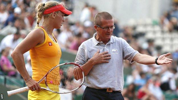 Caroline Wozniacki and umpire Poncho Ayala