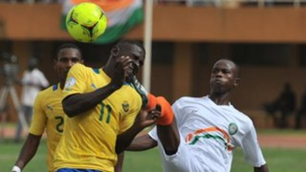 Niger's Ibrahim Adamou (right) vies for the ball with Gabon's Henri Antchouet