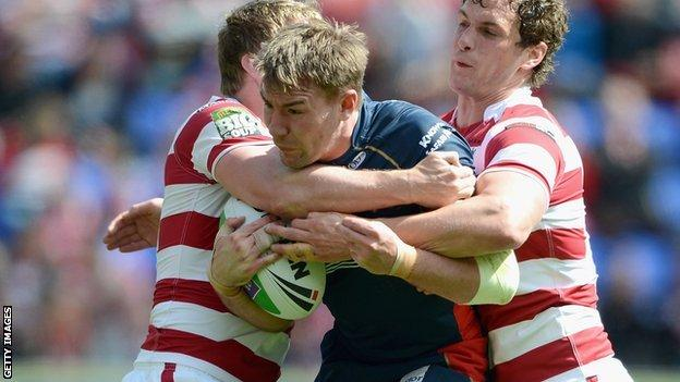Michael Shenton (centre) playing against Wigan