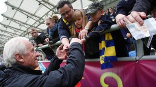 Trapattoni meets fans at an Ireland training session