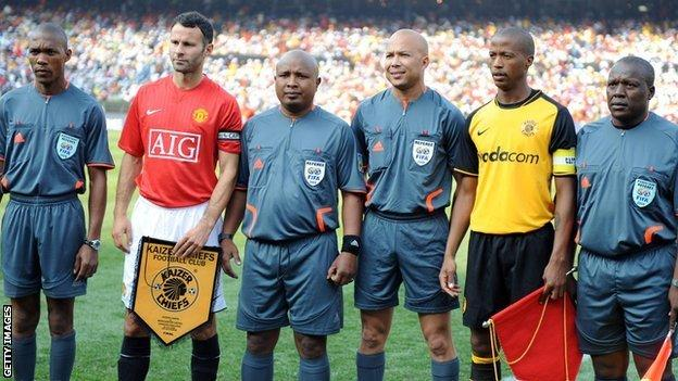 Manchester United's Ryan Giggs (second left) and Kaizer Chiefs' Jimmy Tau (second right) in 2008