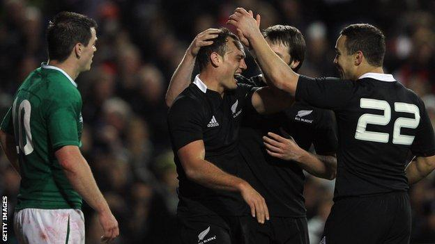 New Zealand stormed to a 60-0 win over Ireland