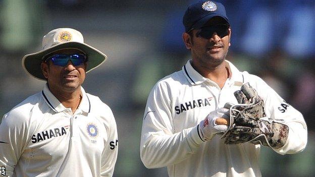 Sachin Tendulkar (left) and India skipper Mahendra Dhoni