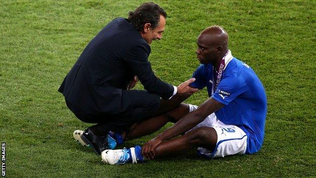 Cesare Prandelli consoles Mario Balotelli