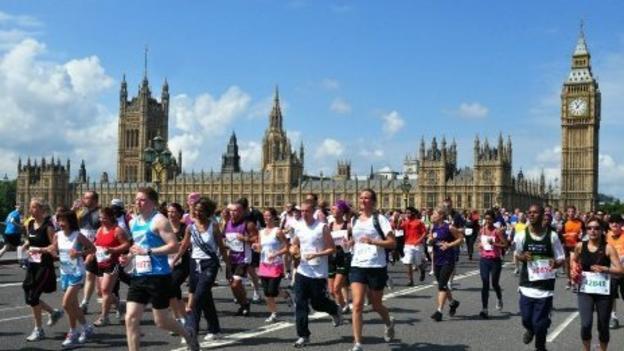Runners going over Westminster Bridge