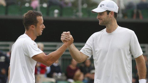Brian Baker (right) shakes hands with Philipp Kohlschreiber
