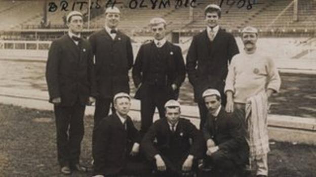 Paulo Radmilovic (far left) and members of the 1908 British Olympics swimming squad