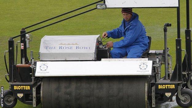Rain delays Hampshire against Yorkshire