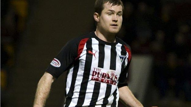 Paddy Boyle in action for Dunfermline