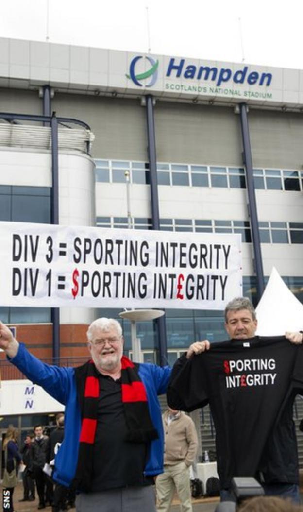 Fans protest outside Hampden as the SFL chairmen arrive