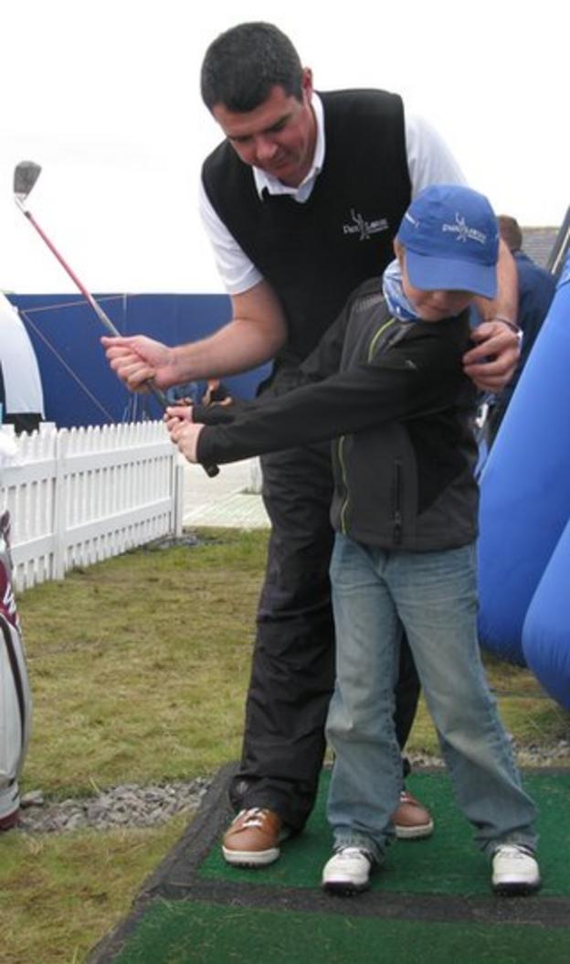 Mark Loftus coaches a young golfer at Castle Stuart