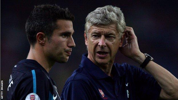 Arsenal captain Robin van Persie and manager Arsene Wenger