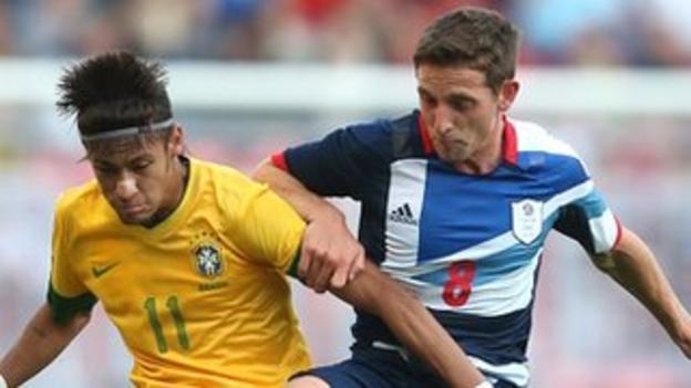 Neymar tussles with Joe Allen