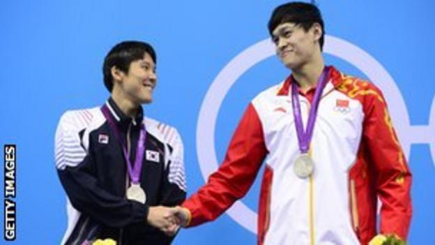Sun Yang congratulating South Korean swimmer