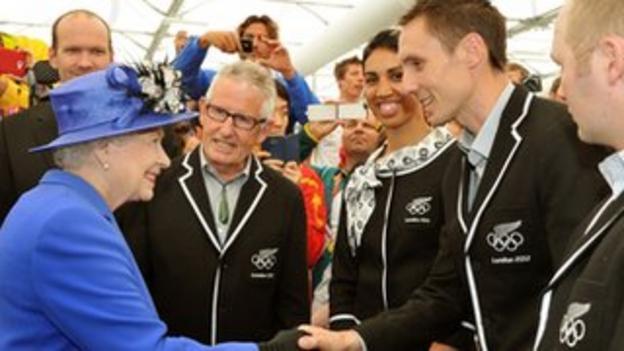 """Britain""""s Queen Elizabeth meets members of the New Zealand team"""