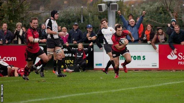 James Copsey scores a try