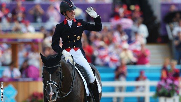 Charlotte Dujardin wins gold in equestrian at 2012