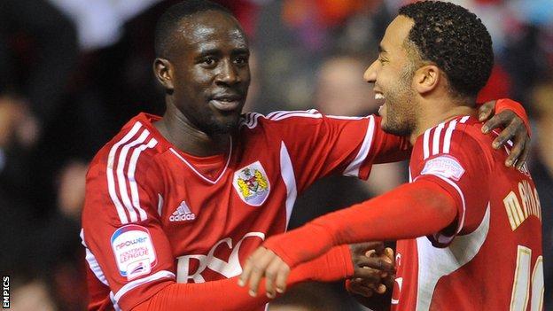 Albert Adomah (l) celebrates with Nicky Maynard