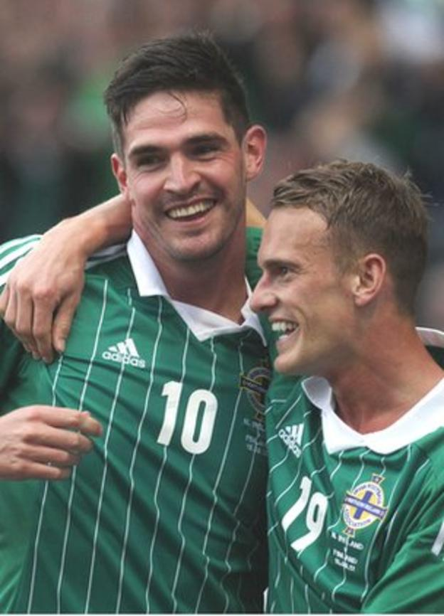 Kyle Lafferty celebrates his goal with Dean Shiels