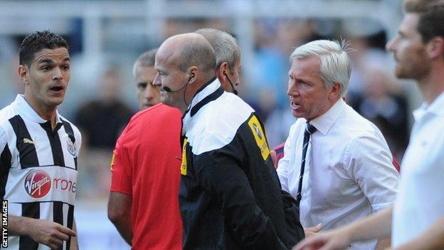 Alan Pardew speaks with referee Martin Atkinson